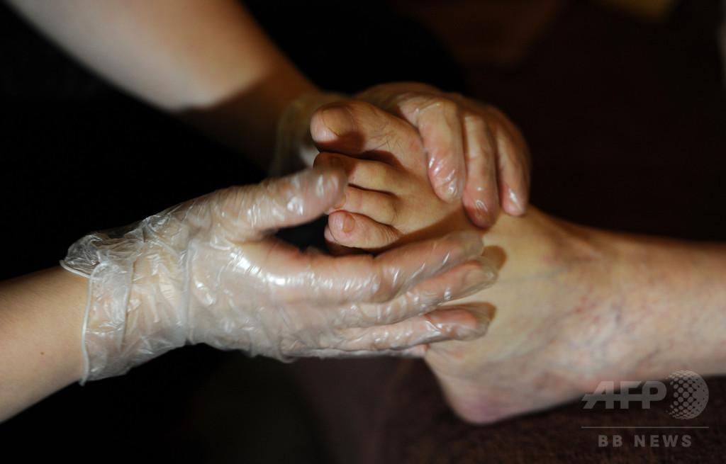 足指を触られてどの指か分かる?被験者の半数近くが誤認、研究