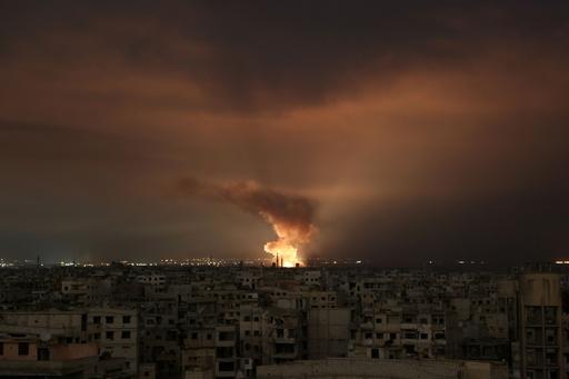 シリア政府軍、新たに空爆 国連の停戦決議後