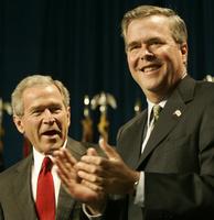 ブッシュ前米大統領、弟ジェブ氏に16年出馬勧める