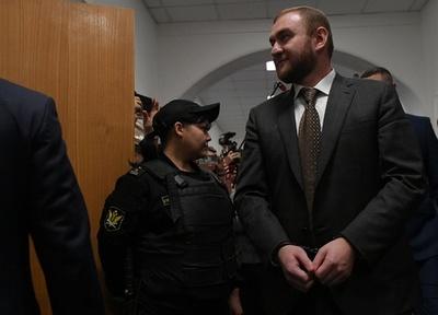 ロシア、議会開会中に議員を逮捕 2人の殺害容疑