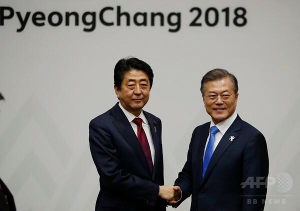 訪韓した安倍首相、文在寅大統領と会談