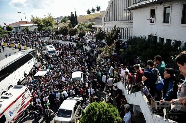 トルコで移民船沈没、22人死亡 警察が陸路越境を阻止