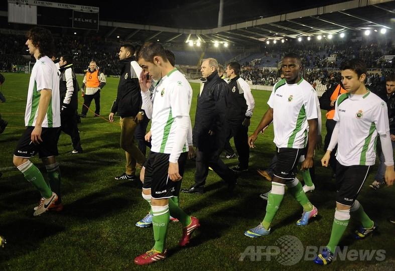 国際ニュース:AFPBB News給与未払いでラシンの選手が試合放棄、スペイン国王杯