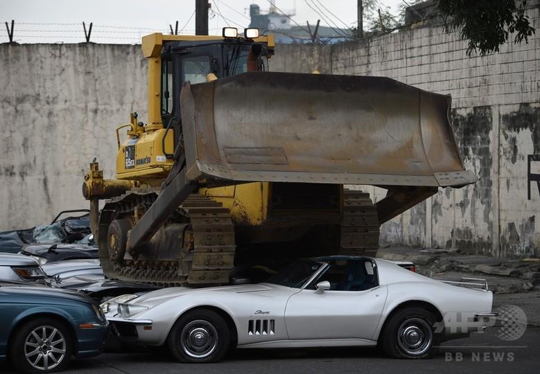 「スクラップにしろ」、比大統領が密輸高級車の破壊を命令