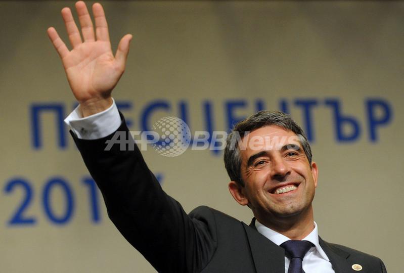 ブルガリア大統領選、与党右派候...