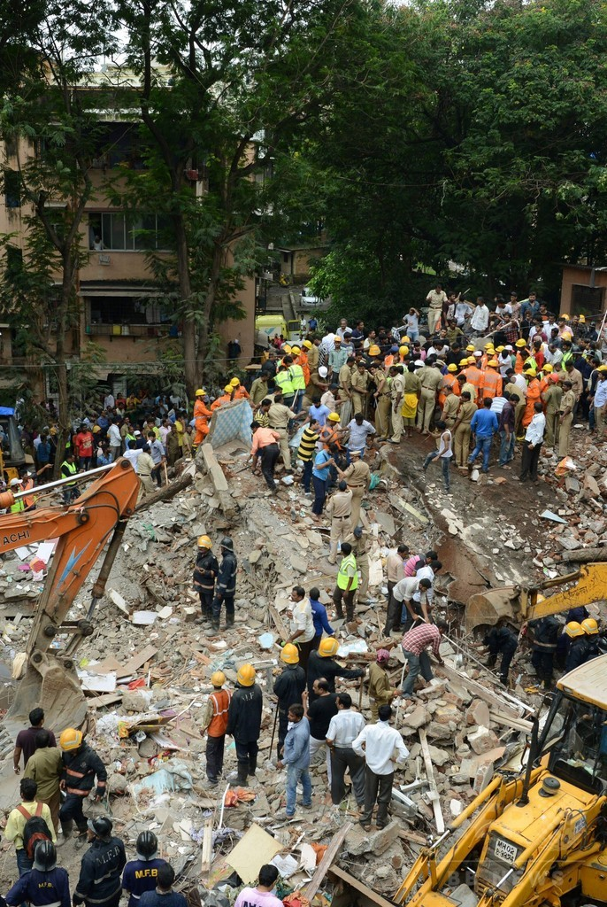 インド・ムンバイでビル倒壊、17人死亡 救助作業続く
