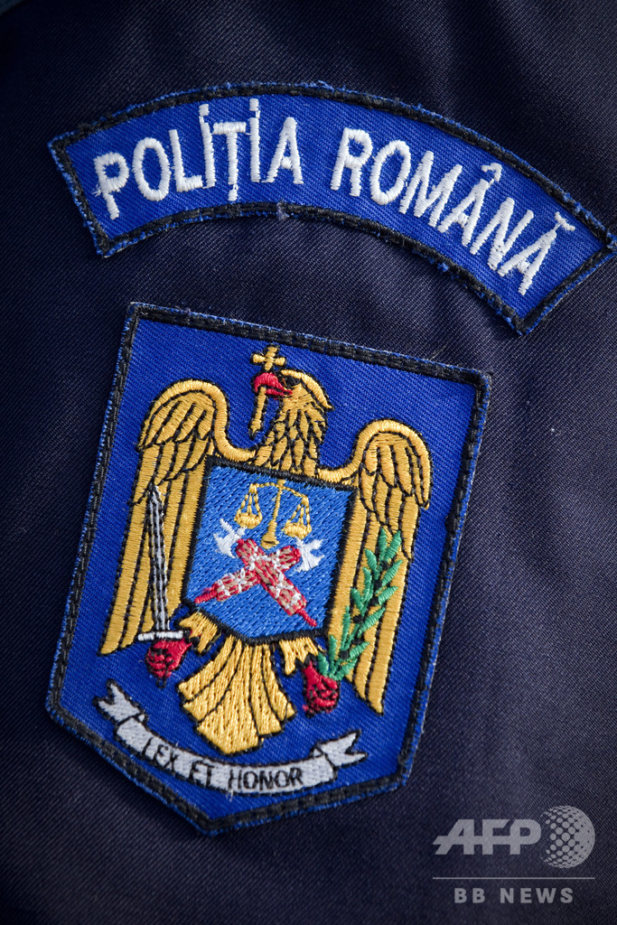 誘拐された少女が助け求める電話、警察の対応遅れ現場から「遺骨」 ルーマニア