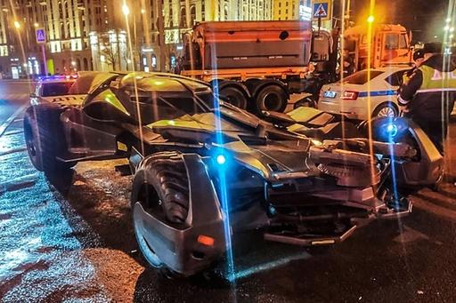 「バットモービル」風の改造車、警察が押収 モスクワ