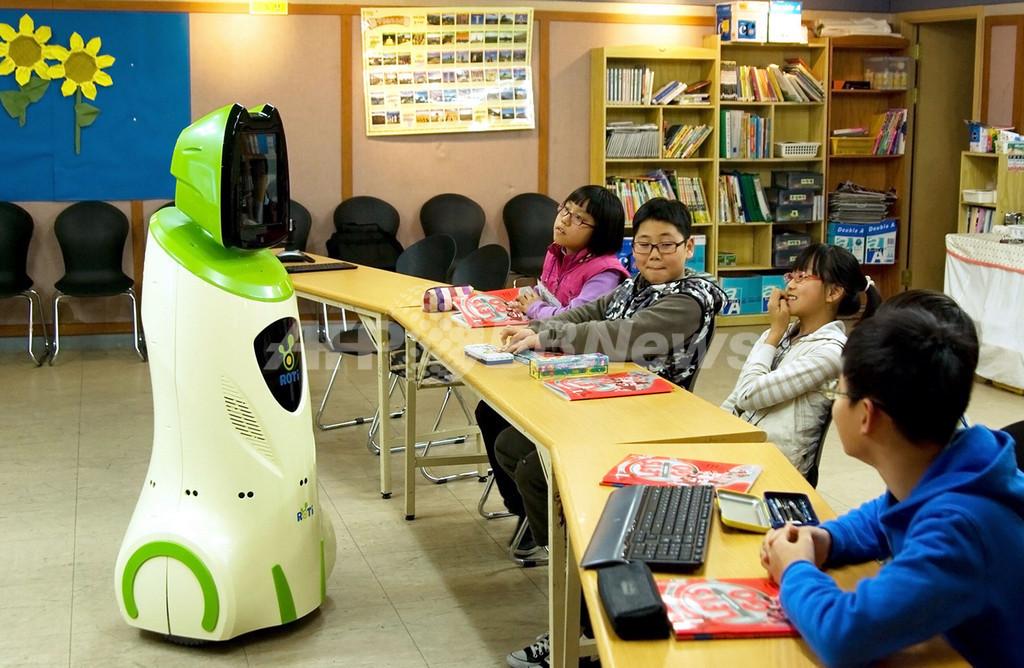 宿題忘れても怒らない?「ロボット教師」が韓国の小学生に人気