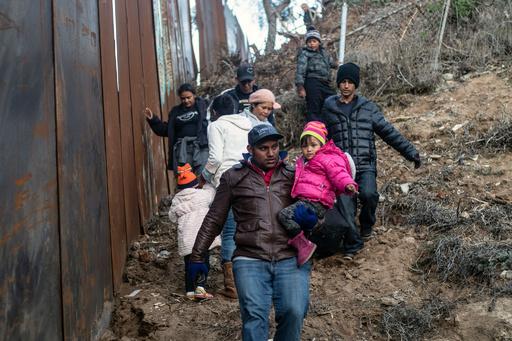 米当局、拘束の移民少女の死亡確認 トランプ政権に新たな圧力