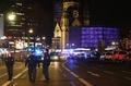 ベルリンXマス市にトラック突入、12人死亡48人負傷 テロの可能性