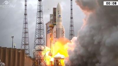 動画:「アリアン5」ロケット打ち上げ、インドと韓国の衛星搭載