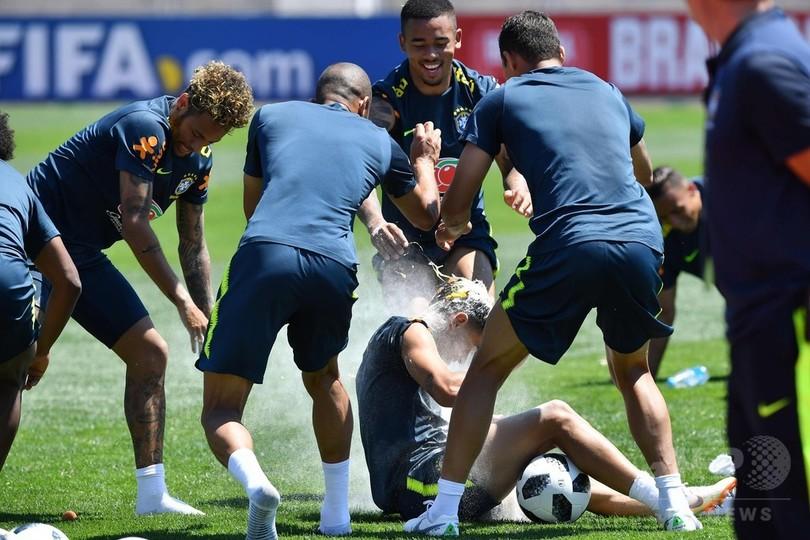ブラジル代表が初練習、コウチーニョの誕生日祝うなど終始リラックスムード