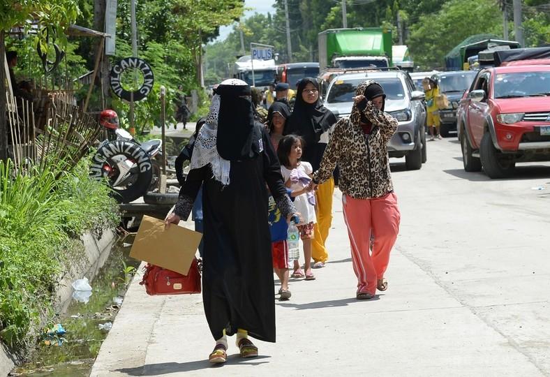 フィリピン南部で軍とIS系武装勢力が市街戦、市民に犠牲か