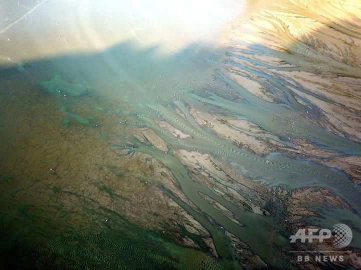 黄河の小浪底ダム 油絵のような川底