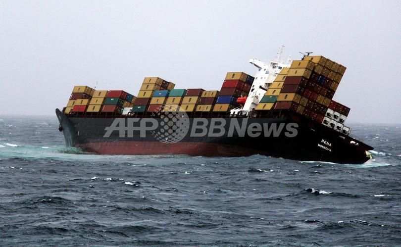 NZ沖コンテナ船座礁事故、船体分...
