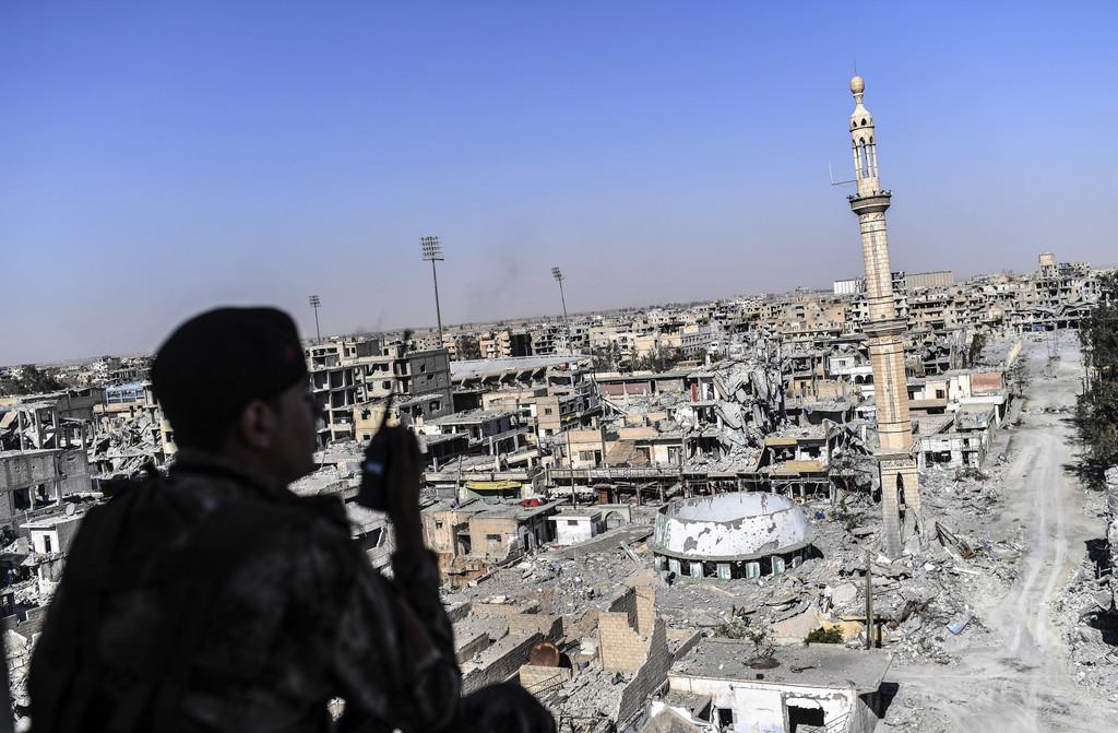 IS戦闘員約400人が投降、ラッカ奪還作戦