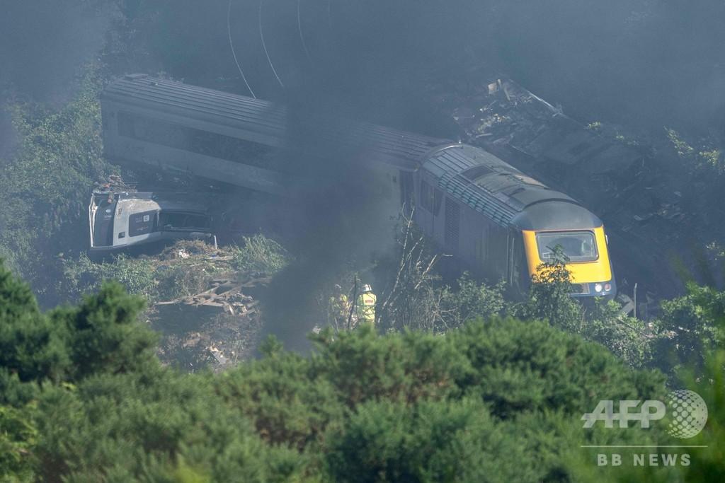 スコットランドで列車脱線 3人死亡