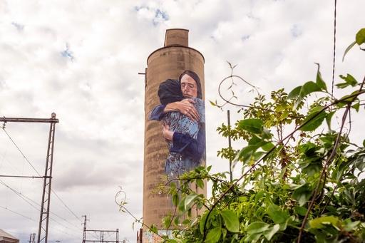 豪メルボルンに、アーダーンNZ首相の壁画