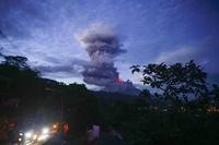 活発な噴火活動続く比マヨン山、避難者7万人超に