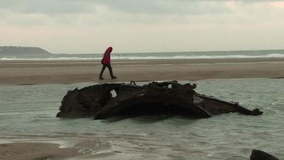 動画:仏北部の海岸に第1次大戦時の潜水艦残骸、姿現し話題
