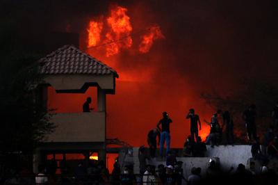 イラクで劣悪な公共サービスに抗議デモ、1人死亡 庁舎炎上