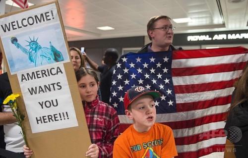 トランプ氏の大統領令、各地で影響 米空港での拘束や搭乗拒否