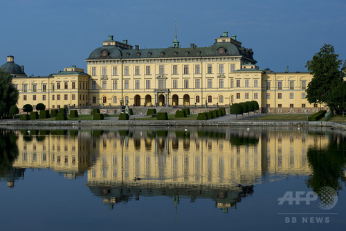 スウェーデン王宮に「お化け」が出没、王妃がテレビ番組で証言
