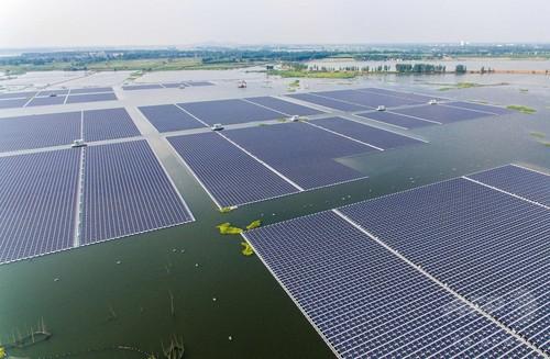 世界最大級の水上太陽光発電所が操業開始 中国