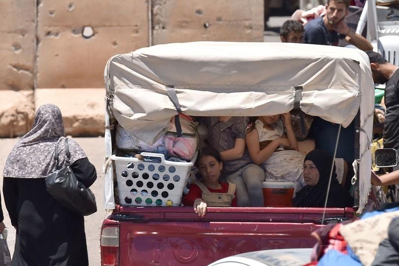 シリア政府軍、内戦発端の地に国旗掲揚 南部ダルアー市