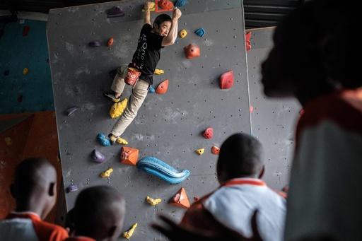 ケニアで視覚障害の子ども向けクライミング教室、日本NPOが共催