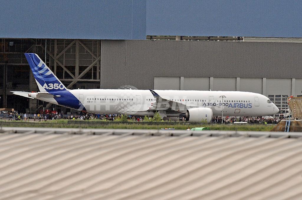 エアバスがA350を初披露、ボーイング787に対抗