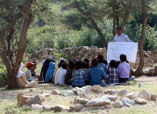 希望は捨てない…内戦下イエメンの青空教室