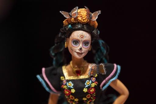 メキシコ伝統「死者の日」にちなんだバービー発表、文化盗用との批判も