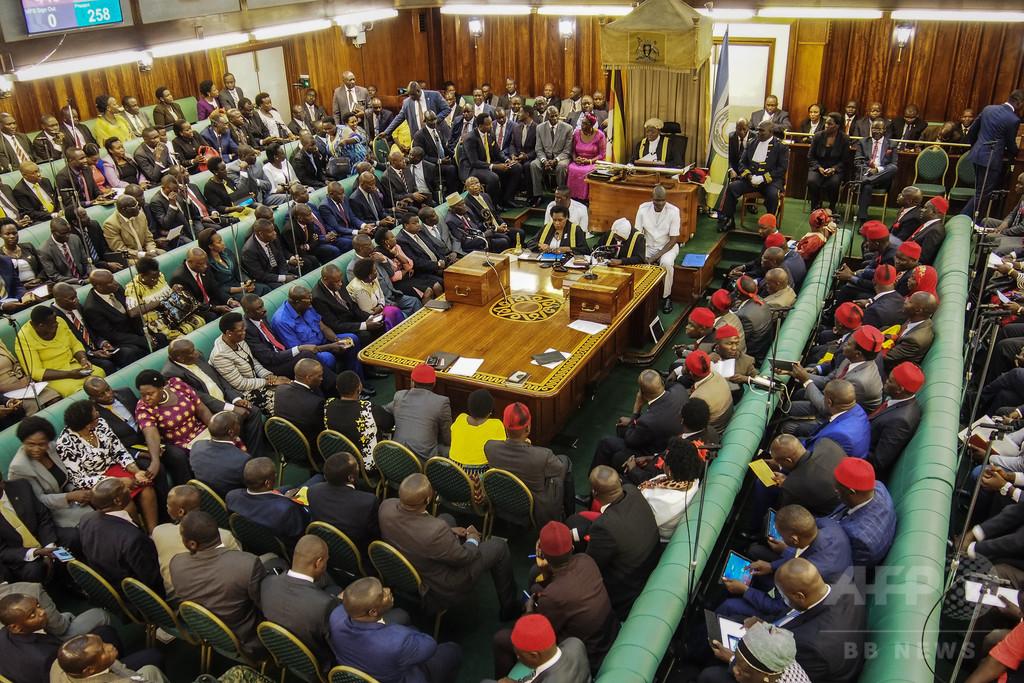 ウガンダ、SNS利用に1日5円課税へ ゴシップ対策と説明