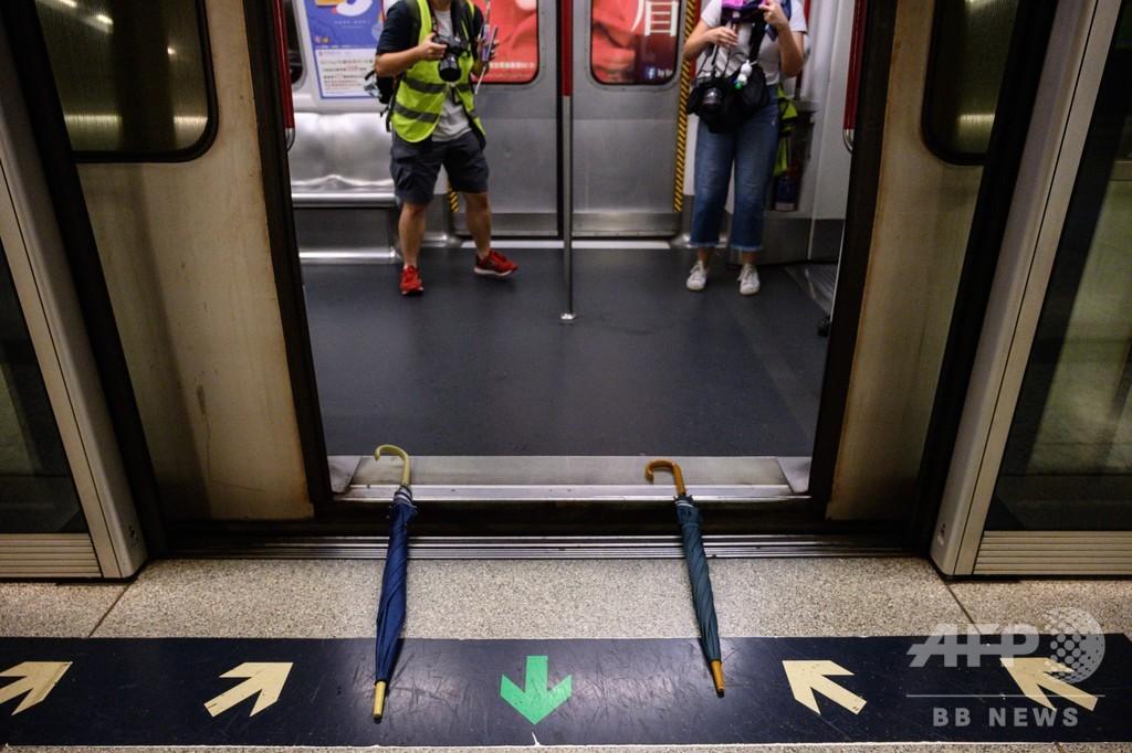 香港でゼネスト呼び掛け、地下鉄の運行妨害 中高生も「人間の鎖」