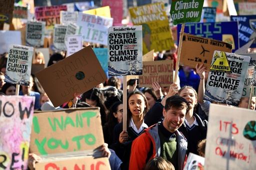 英で児童・生徒数千人が気候変動デモ 学校は授業欠席容認