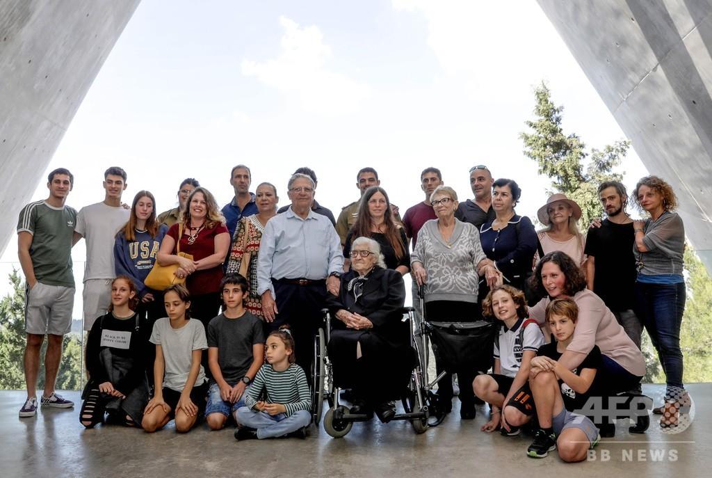 ホロコースト生き延びた姉弟、恩人ギリシャ人女性と75年ぶり感動の再会