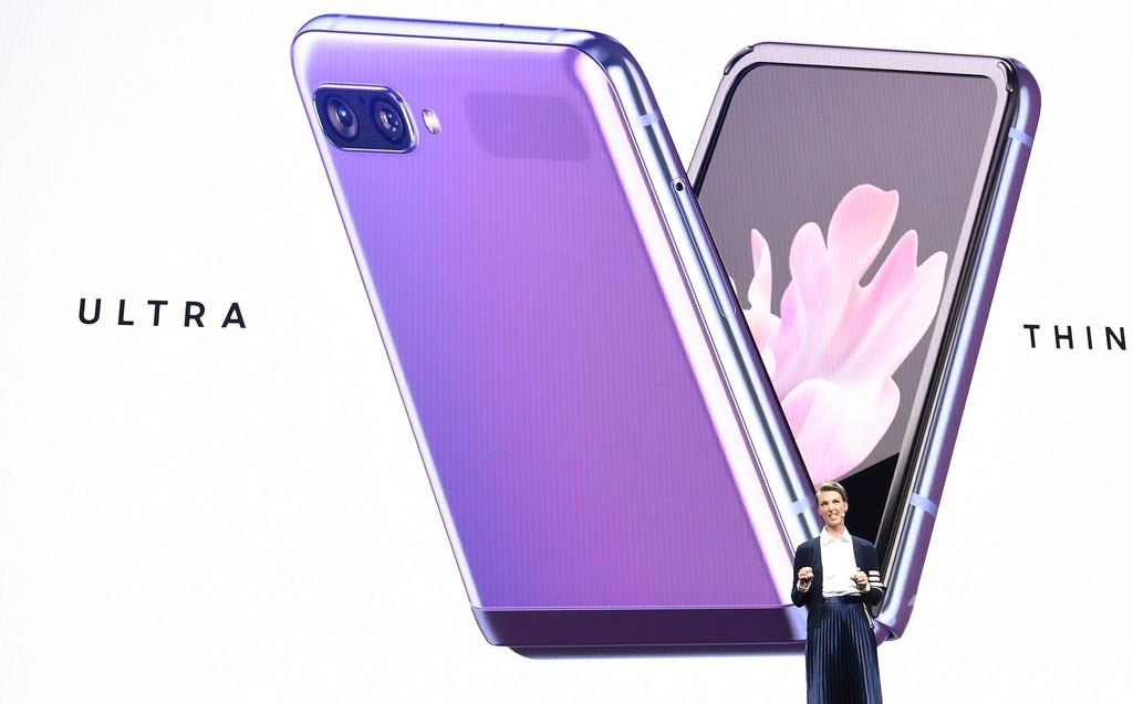 サムスン、折り畳み式スマートフォン「Galaxy Z Flip」発表 約15万円
