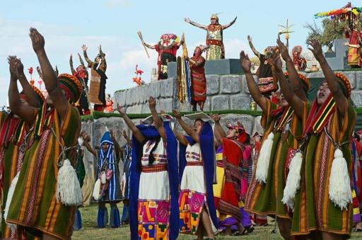 インカ帝国の儀式「インティ・ライミ」を再現、ペルー・クスコ