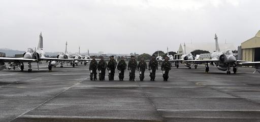 台湾空軍、恒例の訓練を公開 新竹空軍基地