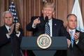 米大統領、温暖化規制見直し令に署名 「対石炭戦争」終結を宣言