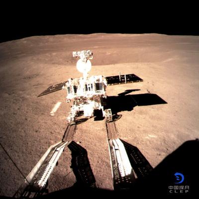 中国探査車、月の裏側を走行 「中国人にとって大きな一歩」