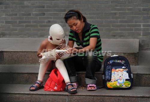 マスク姿で物乞いをする少年、中国・合肥 写真6枚 ファッション ...