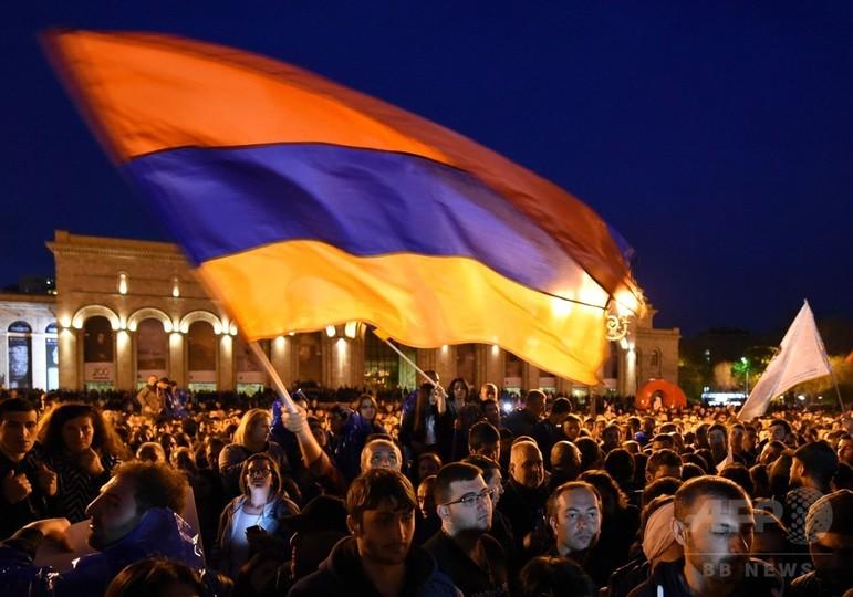 アルメニアで大規模デモ、サルキシャン前大統領の首相就任に抗議