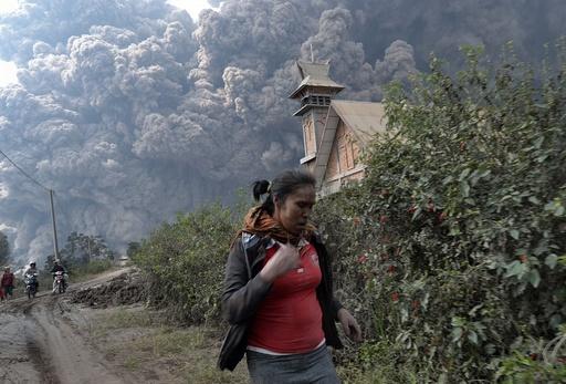 インドネシア・スマトラ島で活火山が噴火、14人死亡