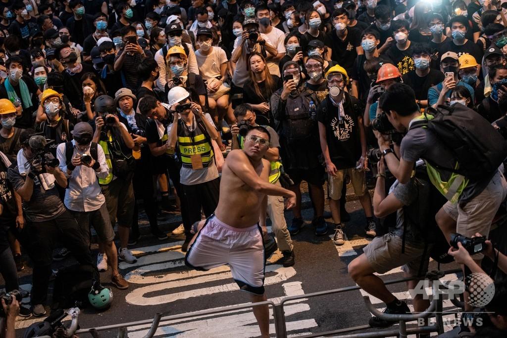 香港デモで初起訴、警官暴行や器物損壊罪で 当局が摘発強化 写真5枚 ...