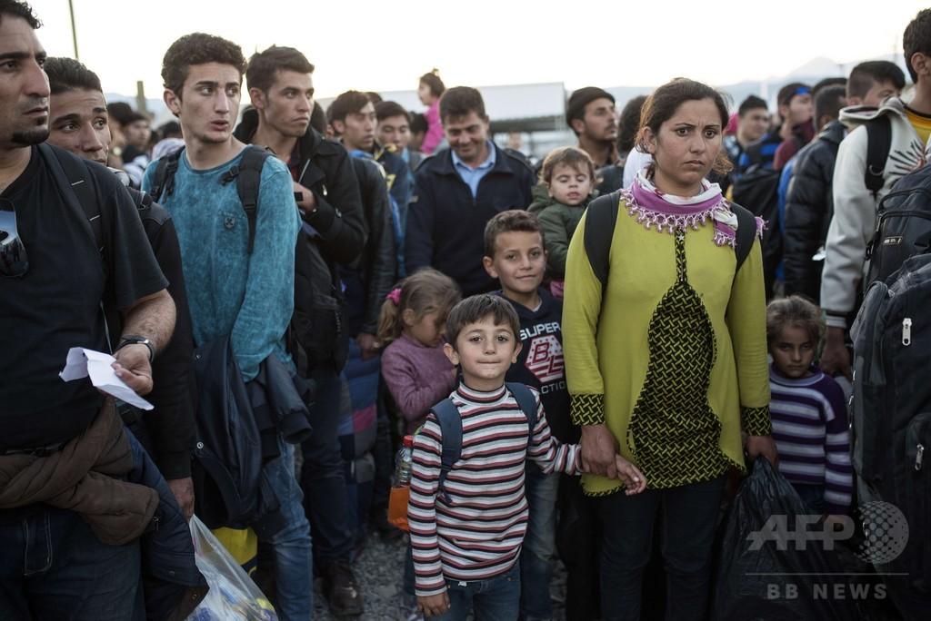 セルビア、難民の入国を国籍で規制 国連