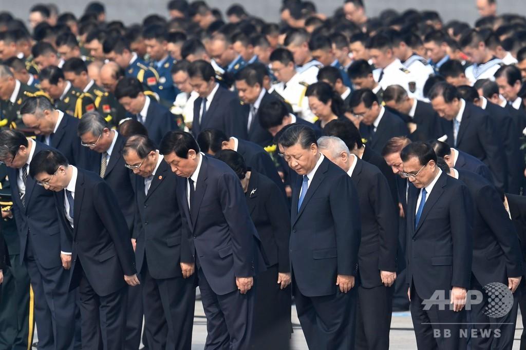 中国建国70周年、習国家主席が毛沢東の遺体に拝礼