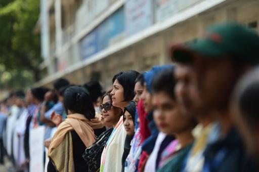 セクハラ告発の女子学生焼死、約3万校に「性犯罪防止委」設置へ バングラ